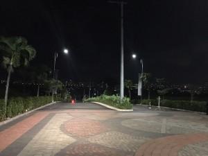 Boulevard ke Iconic Gate (night)