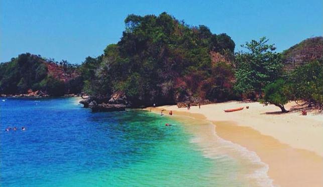 Ada Pantai 3 Warna Yang Tersembunyi Di Malang Selatan